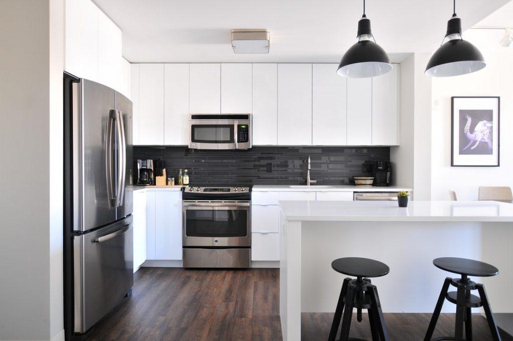 Tips til at finde det rette køleskab til køkkenet